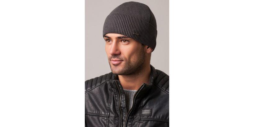 Вязані чоловічі шапки стильні і практичні.